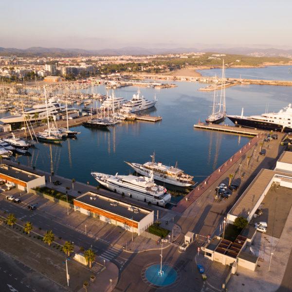 Marina berths 4000 x 3000
